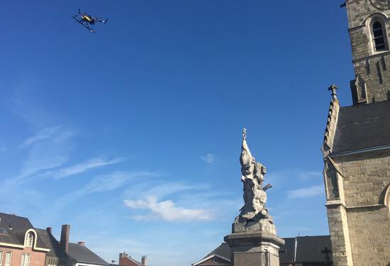 foto standbeeld Lede met drone